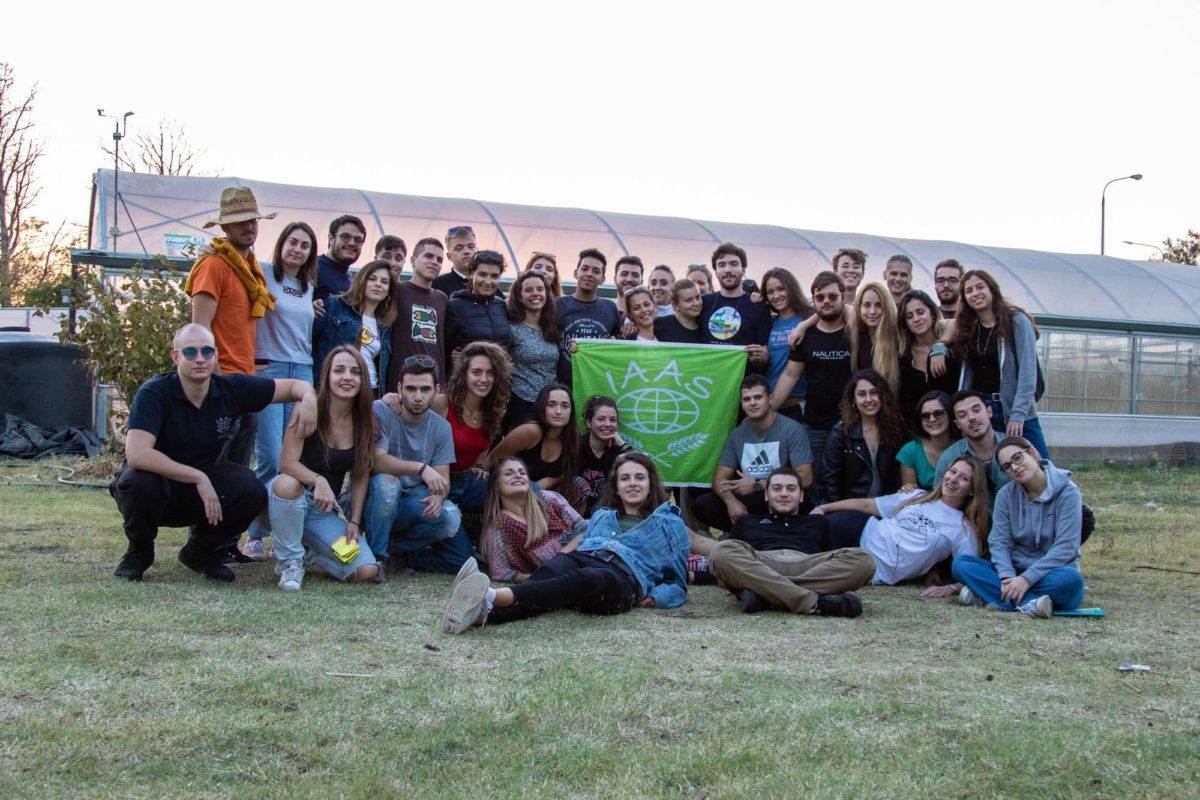 """Το Πανελλήνιο Φοιτητικό Συνέδριο Γεωπονικών Επιστημών (Πα.Φ.Συ.Γ.Ε), πρόκειται να πραγματοποιηθεί για2η συνεχή χρονιάστηΘεσσαλονίκη, στις9 & 10 Νοεμβρίου 2019στο χώρο τουΚΕ.Δ.Ε.Α, με θέμα: """"18 hours of Sustain-ABLE Agriculture-18 ώρες για την Αειφορία στις Γεωπονικές Επιστήμες"""". Μετά τη διεξαγωγή του 1ου Πα.Φ.Συ.Γ.Ε, ο IAAS GREECE αναδομήθηκε με νέα μέλη, παρουσιάστηκαν φρέσκες ιδέες και σε συνδυασμό με συστηματική δουλειά και όρεξη το πνεύμα της ομάδας δυνάμωσε! Έτσι, μέσα από τις συναντήσεις γεννήθηκε το όραμα για το 2ο Πα.Φ.Συ.Γ.Ε, ένα συνέδριο με δυναμικό διαδραστικό χαρακτήρα που θέτει σε όλους μας μια πρόκληση: Να αναδειχθεί η Αειφορίαστη Γεωπονία μέσα σε 18 ώρες."""