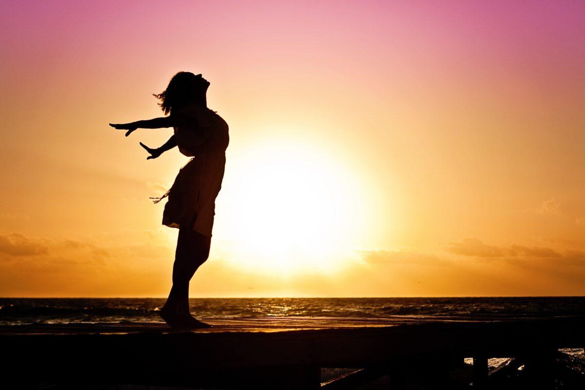 https://www.google.com/search?q=woman++sunset&tbm=isch&ved=2ahUKEwjnnbnH5eXnAhVG0RoKHYuHCDkQ2-cCegQIABAA&oq=woman++sunset&gs_l=img.3..0i19l10.15422.15833..16392...0.0..0.240.880.0j4j1......0....1..gws-wiz-img.YFBB3cAF6aA&ei=hHNRXufLNcaia4uPosgD&bih=509&biw=1024#imgrc=NcgzFiekZJVE7M&imgdii=COLpkMqq3of0XM