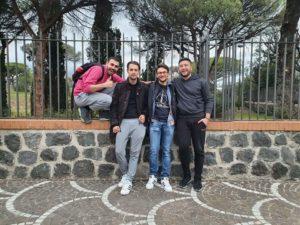 """Ο οργανισμός νεολαίας InfinityGreece διοργάνωσε με επιτυχία την πρώτη του αποστολή ομάδας σε ανταλλαγή νέων που πραγματοποιήθηκε στην Πομπηία της Ιταλίας τις ημερομηνίες 01-07/03, όπου έστειλε συνολικά 4 νέους να συμμετάσχουν στο πρόγραμμα """"Youth & Volunteering""""."""