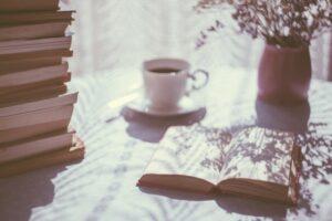Λίγο κρασί, λίγο μπαλκόνι και το βιβλίο μου