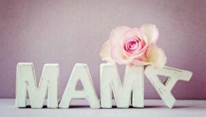 """Ρωτήσαμε τον κόσμο """"τι σημαίνει για εσένα μαμά"""""""