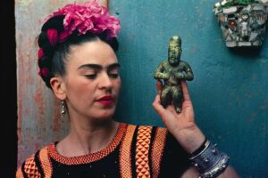 https://d2jv9003bew7ag.cloudfront.net/uploads/Frida-Kahlo-with-Olmec-figurine-1939.-Photograph-Nickolas-Muray.-%C2%A9-Nickolas-Muray-Photo-Archives.jpg