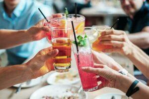 Cocktail στο χέρι… και όλα οκ!