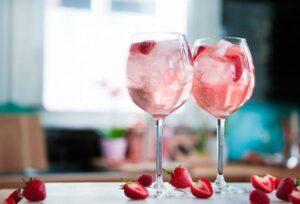 https://keeprecipes.com/sites/keeprecipes/files/imagecache/recipe_large/gordons-pink-gin-a-610x415.jpg